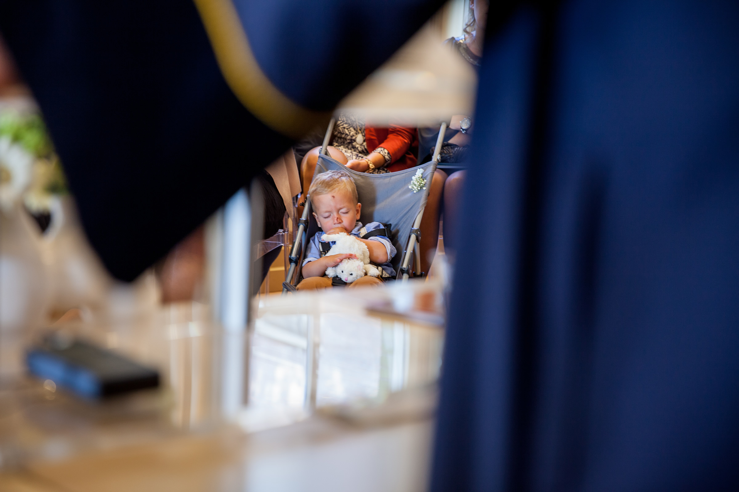 Ardjan Romy Ceremonie Slapend jongetje