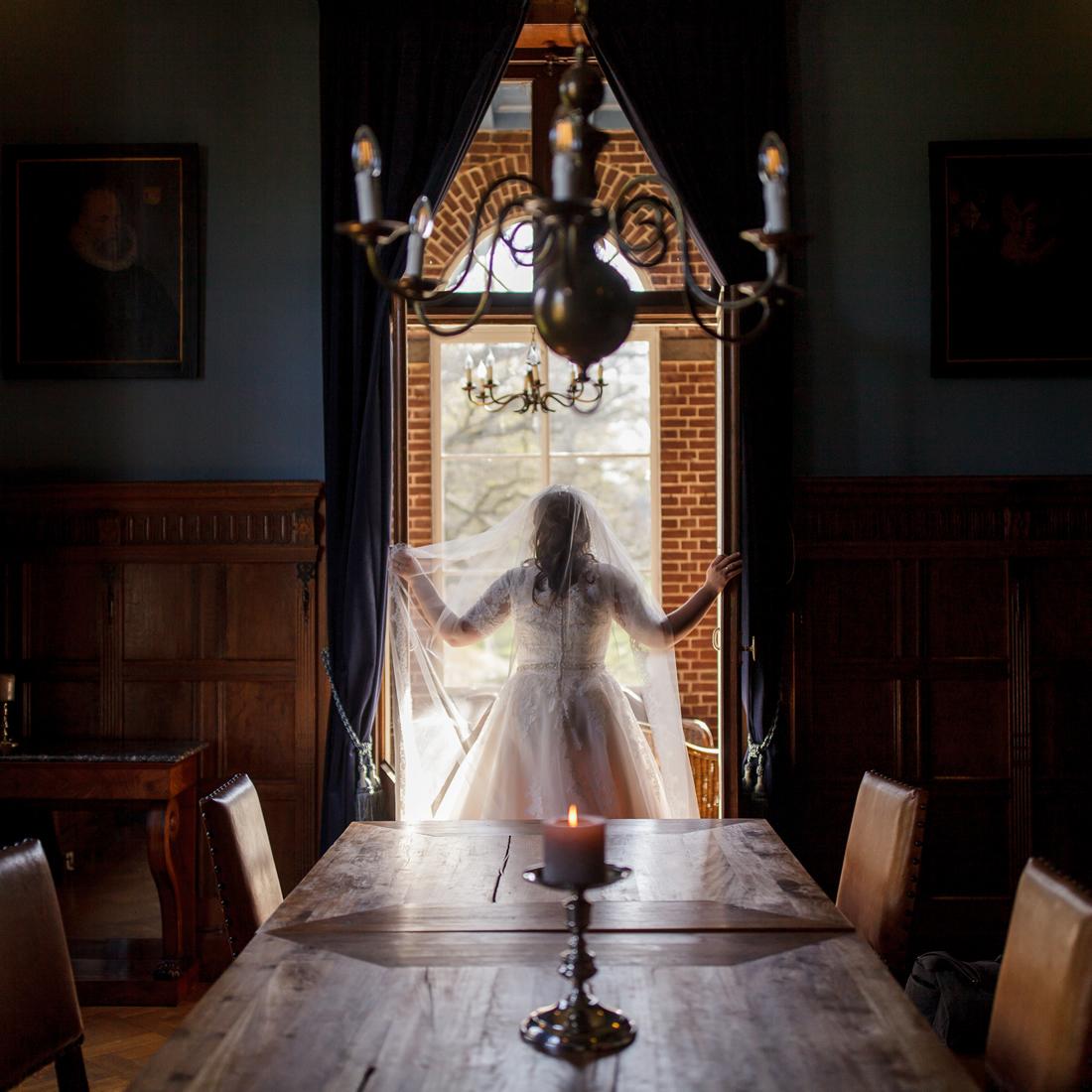 Bruid in Kasteel Hoekelum